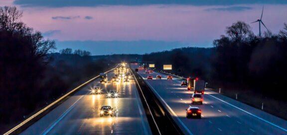 BAG: Anfahrt und Abfahrt ist vergütungspflichtige Arbeitszeit.